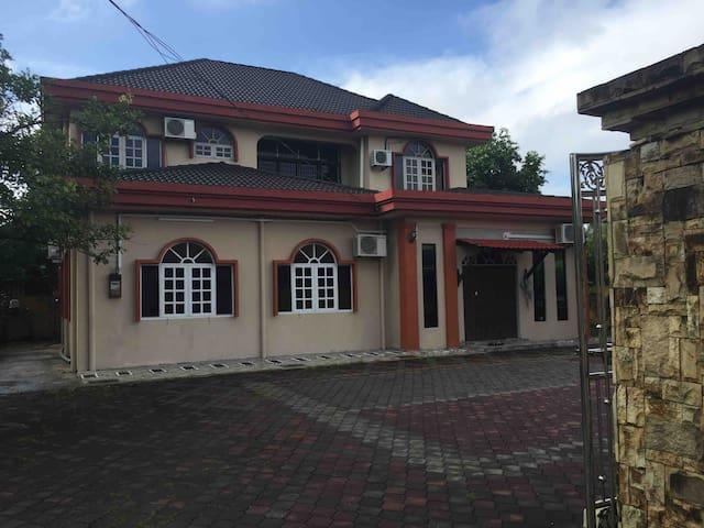 Homestay Keluarga Bahagia (Top floor only-4 rooms)