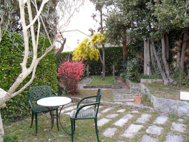 Casa jardín a 800m de Girona centro - Жирона - Дом