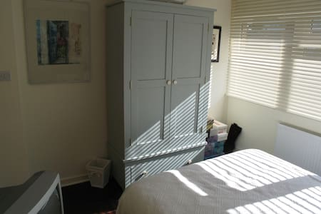Double bedroom & Private bathroom - Richmond
