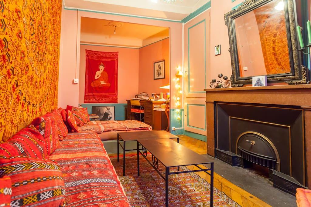 Salon oriental cosy apartments for rent in lyon rhone for Salon oriental au sol