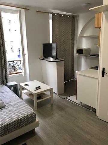 Studio parisien proche de Republique