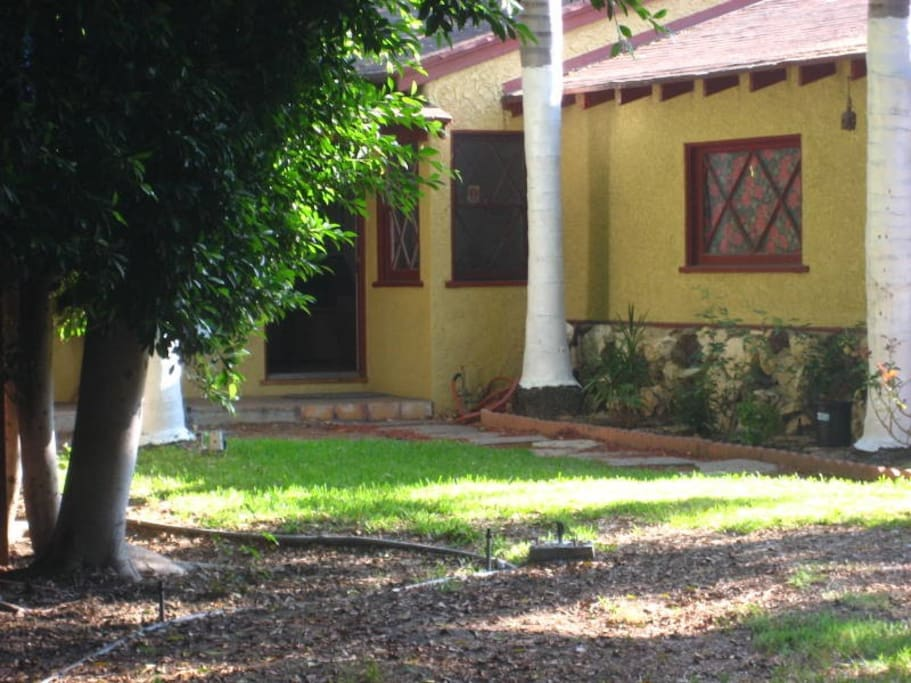 Front Entrance to La Casa de Pensamiento Libre