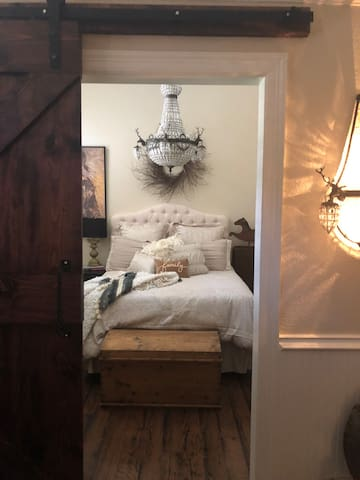 Working horse ranch!   Deluxe accommodation's.