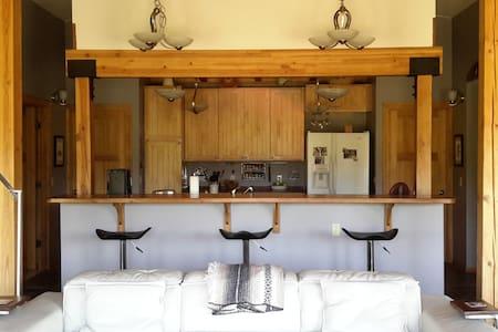 Unique straw bale home - 단독주택