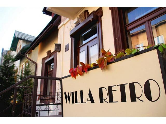 Willa Retro Hostel- nice room in the center