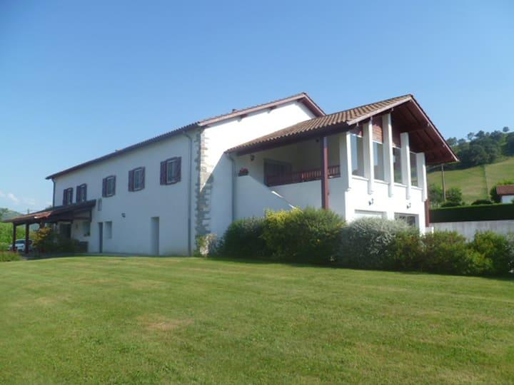 Gîte Etcharnia à Larceveau