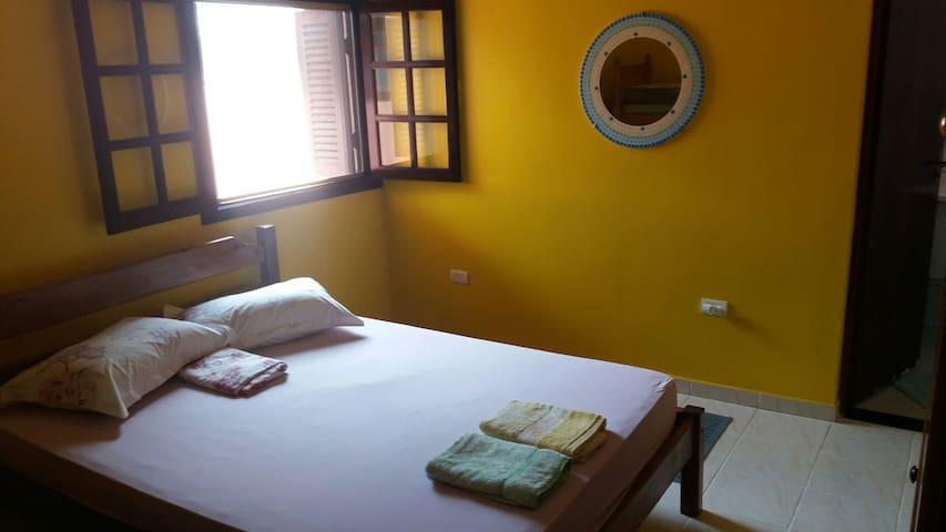 Ampla suite com ar condicionado em casa na praia
