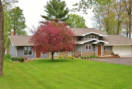 Beautiful lake home on Mille Lacs - Isle