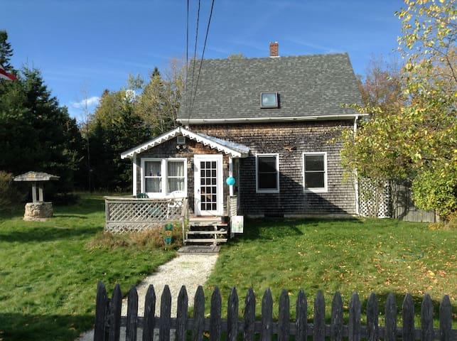 Lovely Cape Style Home near Acadia