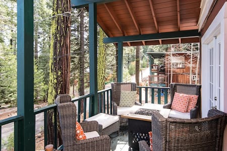 The Love Nest: Tahoe City Home in the Pines - Tahoe City - Cabaña