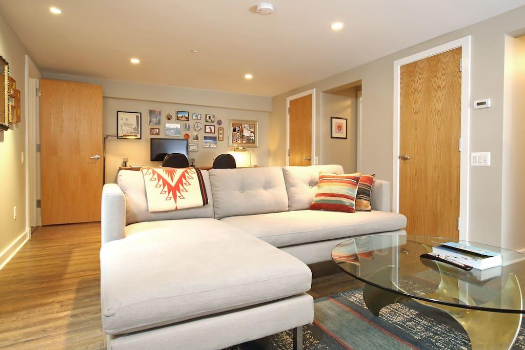 Living room & workspace
