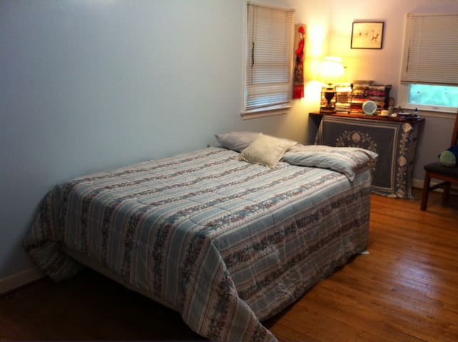 Affordable College Student\'s Room - Houses for Rent in Rockville ...