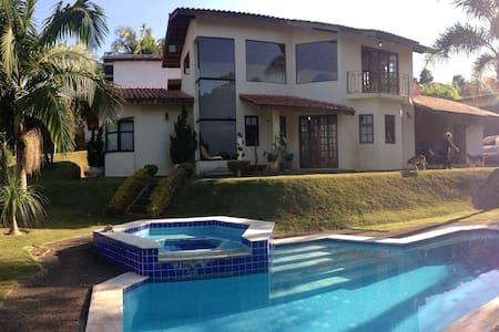Chácara 3000m2 completa em condomínio fechado - Ibiúna