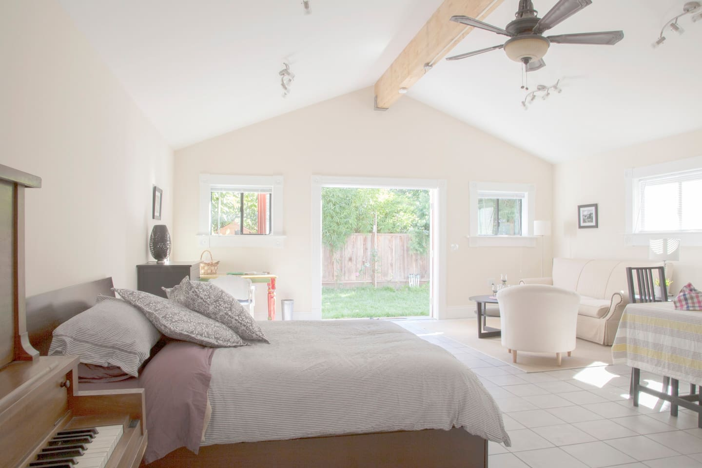 Charming Private Oceanview Cottage
