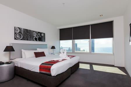 Q1 Resort - Two  Bedroom Ocean Spa Apartment - Master Bedroom