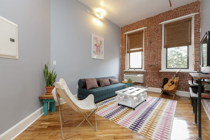 Huge 1 Bedroom Loft at Habitat 101!