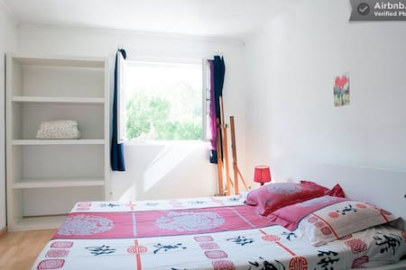 Bright Bedroom in villa with garden - Montpellier