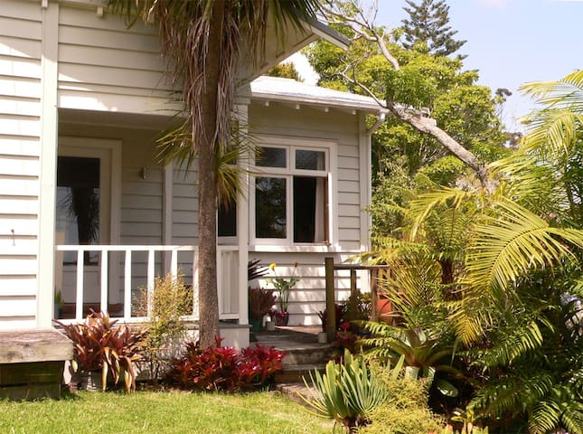 Comfy double, close to City - Auckland - Dom