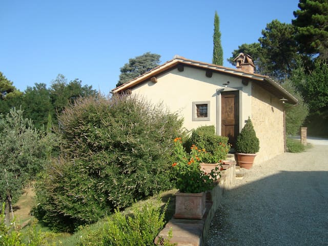 Cottage in Villa Toscana