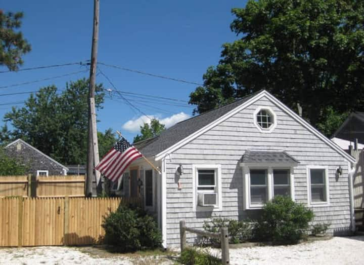 Bright and Lovely Cottage With Community Pool