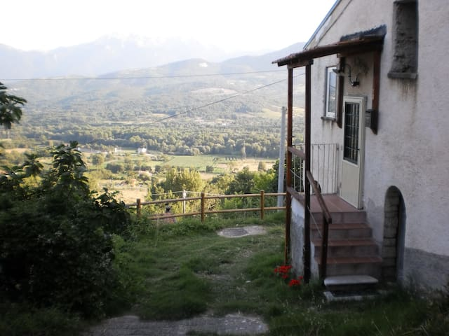 ARTIST'S MOUNTAIN RETREAT - Santa Maria del Molise - Huis