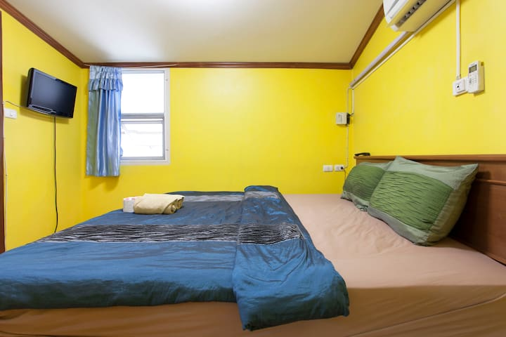 Central Guesthouse Thapae Gate Double Room /w A/C