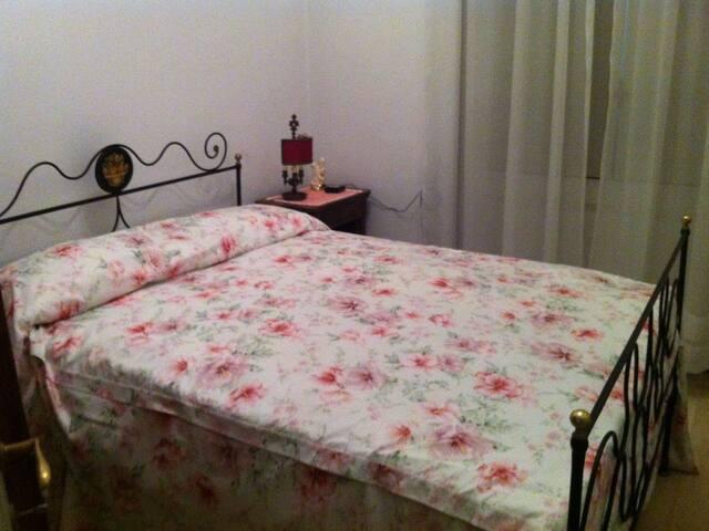 4ª camera da letto con letto una piazza e mezza - 4th bedroom with one queen size bed