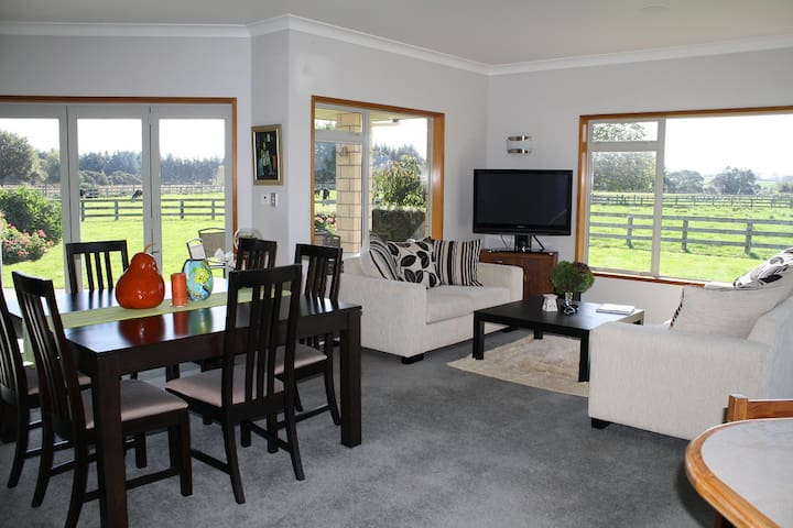Amberfields - a deluxe B&B Farmstay - Pirongia - Bed & Breakfast
