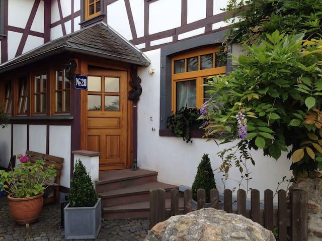 Gemütliches Wohnen im Fachwerkhaus - Langenscheid - Apartament