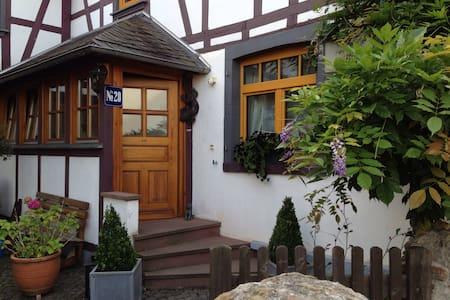 Gemütliches Wohnen im Fachwerkhaus - Langenscheid - Apartemen