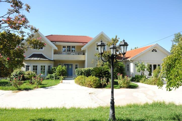Varibobi House - Acharnes - Rumah