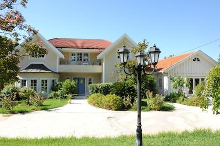 Varibobi House - Acharnes