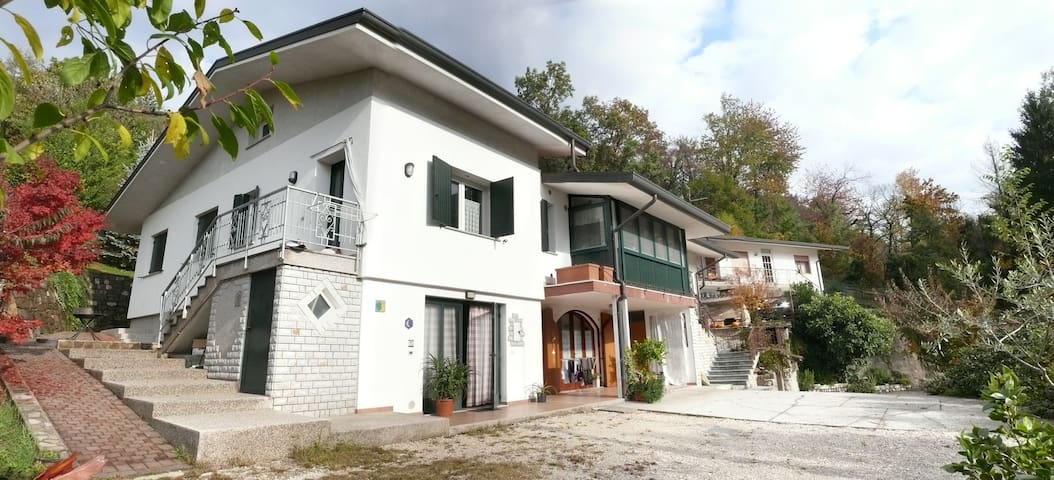 VILLA LE CAMELIE I - Maniago - Haus