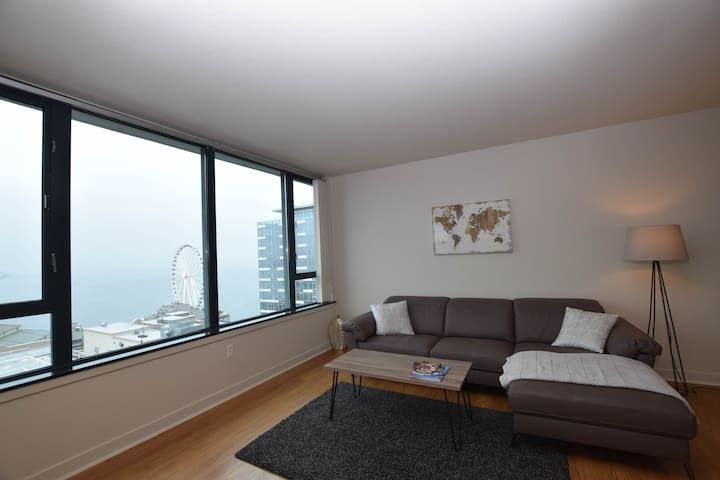 C1 - Pike Place Market highrise w/views 3