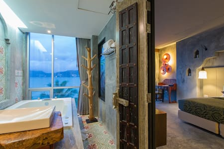 E DESIGNER Double Studio with SEA VIEW SPA BATH :) - Patong