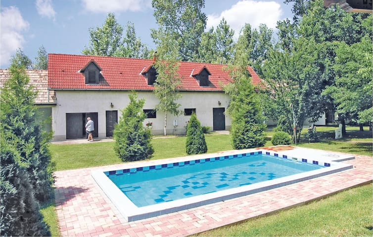 Holiday cottage with 8 bedrooms on 180 m²