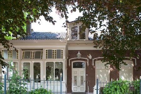 Klassieke villa hottub, sauna, boot - Oostwoud - Βίλα