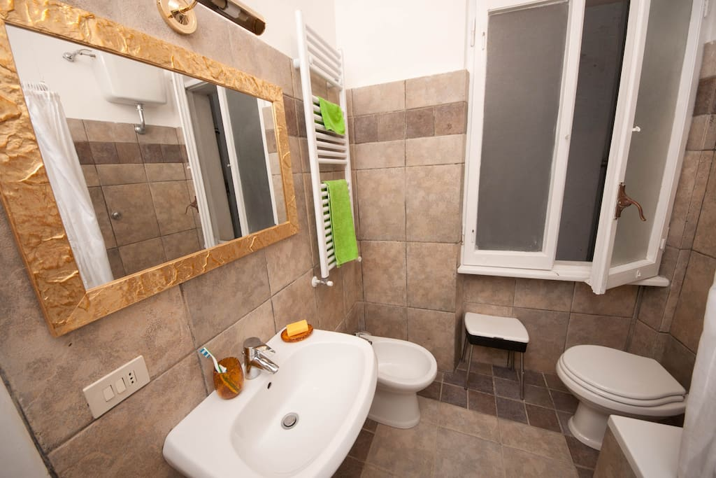 Your private bathroom, new, large and stylish - photo A