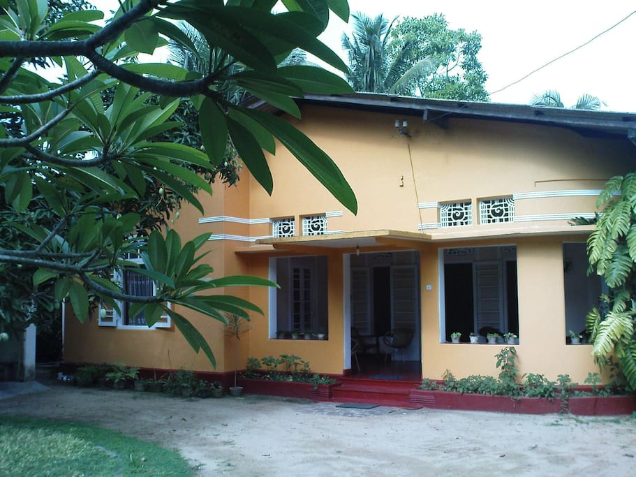 Front view of Colonial House