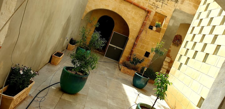 Quiet private house near Mosta Dome with garden