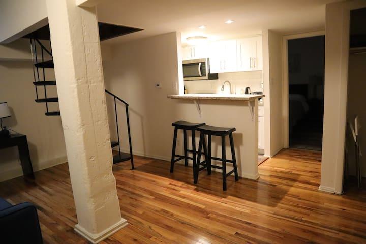 Villa 102-Cozy Center City open loft-style APT