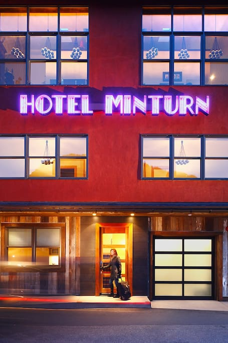 The front entrance of Hotel Minturn