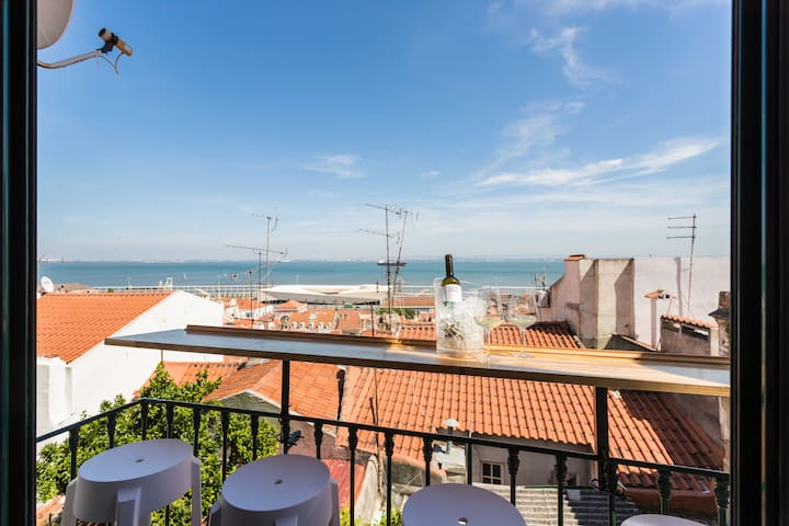 balcony with a great view over looking river Tejo