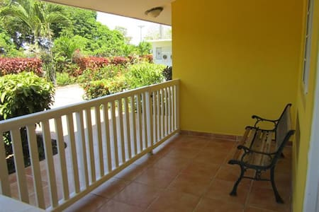 Steps to Beach, 1BR with terrace
