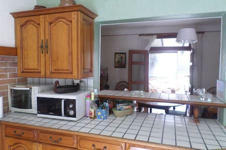 Maison agréable entre Figeac et Rodez - Firmi - Casa