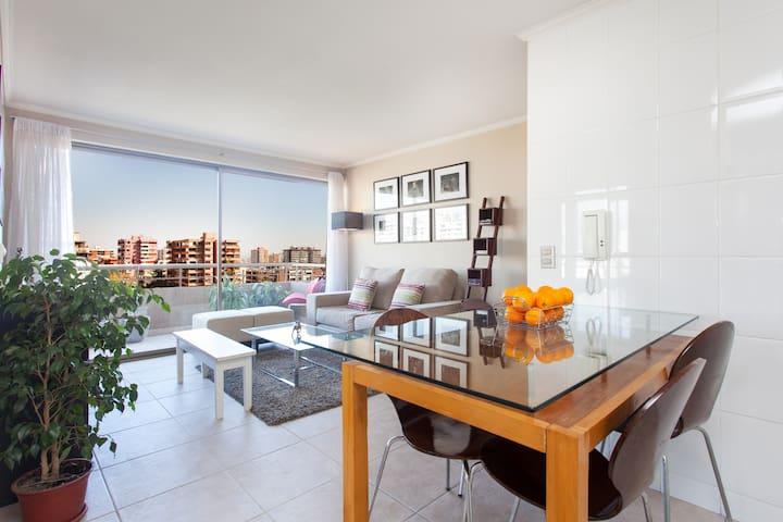 ★ Luxury Central Apt ★ Stunning Views! - Santiago