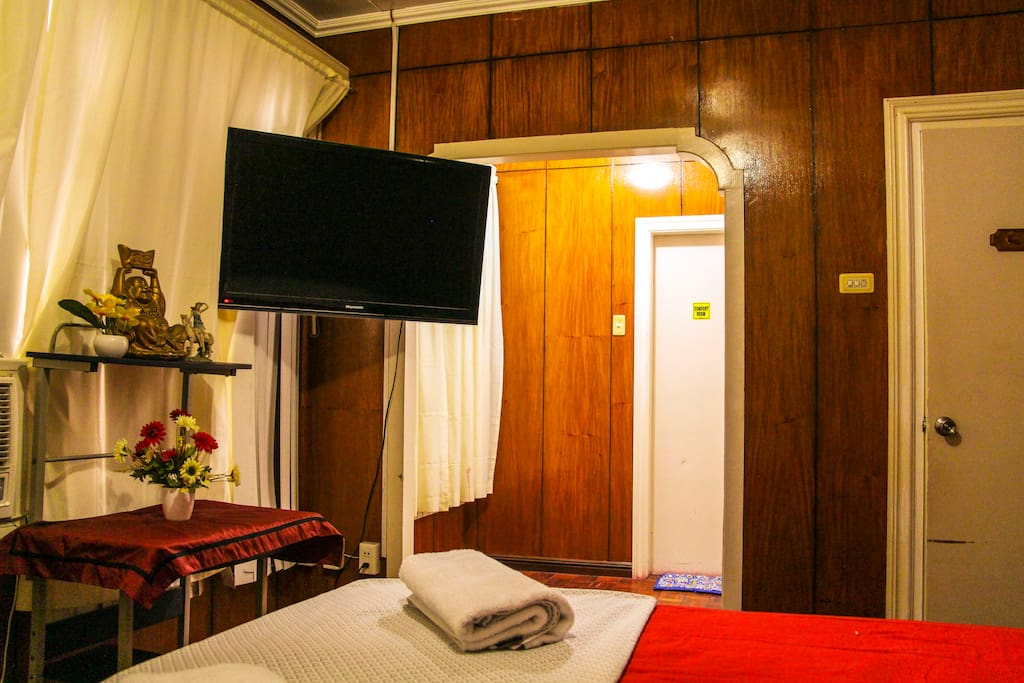 Master BR with 40 inch TV, AC and adjacent washroom with heated shower..