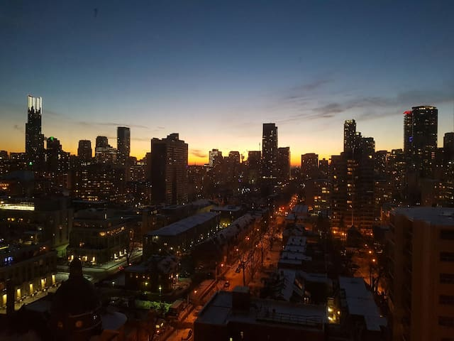 Room With a Stunning Downtown View - Toronto