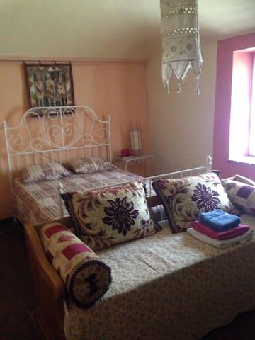 Tre camere in residenza di campagna - Roccasparvera - 家庭式旅館