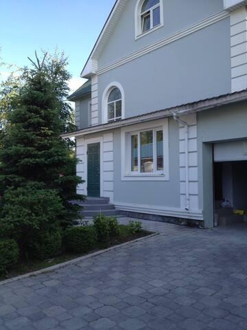 Загородный дом в восточном стиле.